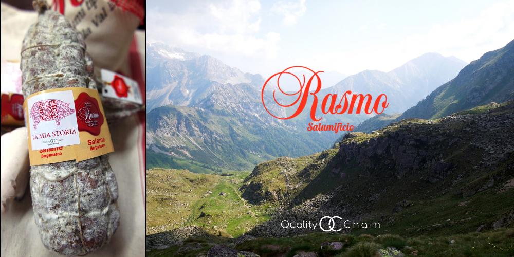 salume con qr code a forma di maiale accanto alle montagne del bergamasco con il logo rasmo